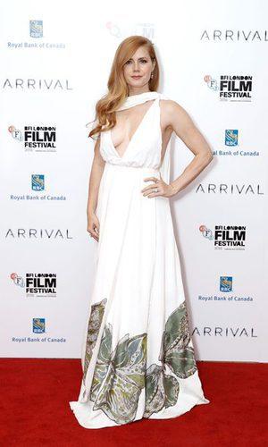 Amy Adams deslumbra sobre la alfombra roja