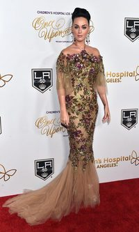Katy Perry, look de brillos y flores