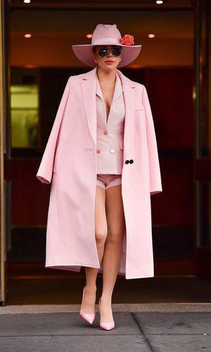 Lady Gaga y el total look rosa