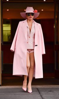 Lady Gaga y el total look rosa