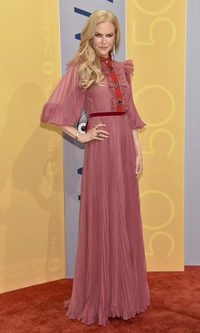 Nicole Kidman con un look lady