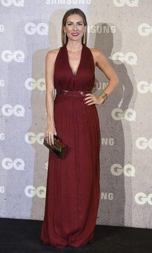 Kira Miró radiante con un look burdeos