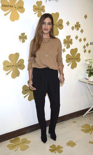 Sara Carbonero con un look básico