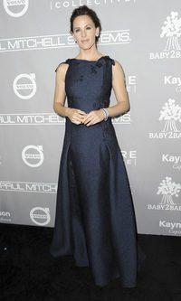 Jennifer Garner, elegancia en azul marino