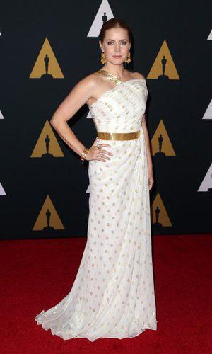 Amy Adams se decanta por un estilo griego