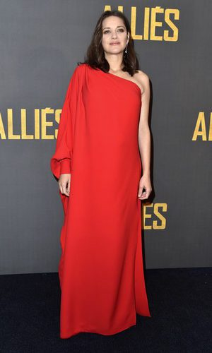 Marion Cotillard y su total look red