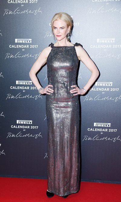 Nicole Kidman deslumbra con un look metalizado