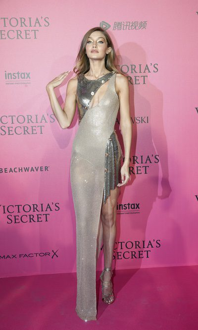 Gigi Hadid con un vestido joya