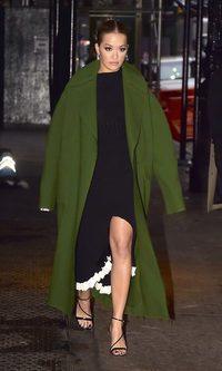 Rita Ora se suma al oversize