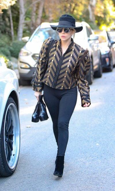 Lady Gaga y su chaqueta dorada