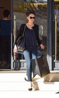 Jordana Brewster, look casual