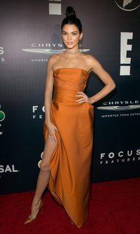 Kendall Jenner se rinde ante el naranja