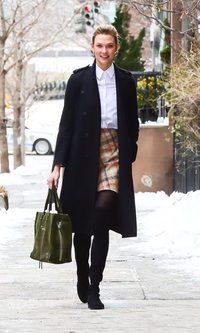 Karlie Kloss se apunta al estilo college