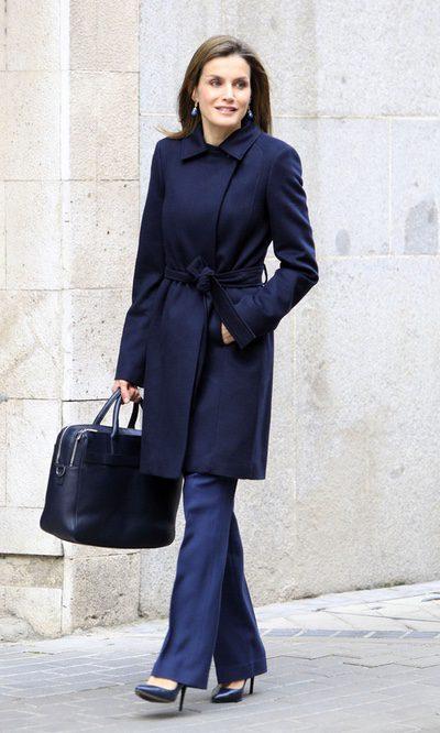 La Reina Letizia se decanta por el total blue