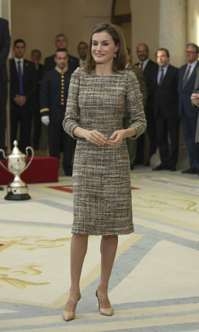 La Reina Letizia vuelve a apostar por el tweed