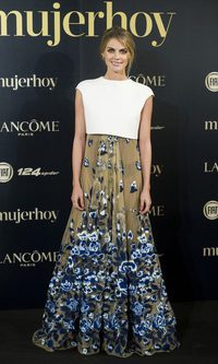 Amaia Salamanca con un look floral