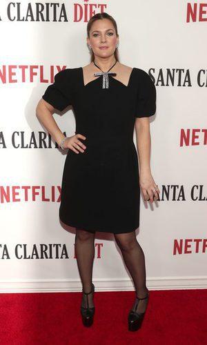 Drew Barrymore apuesta todo al negro