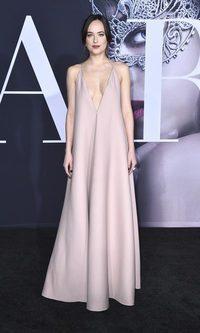 Dakota Johnson, estilo básico y sexy