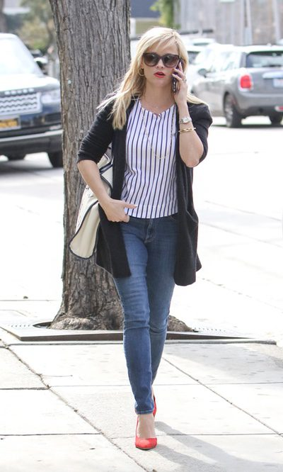 Reese Witherspoon, look a rayas