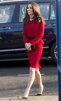 Kate Middleton, total look red
