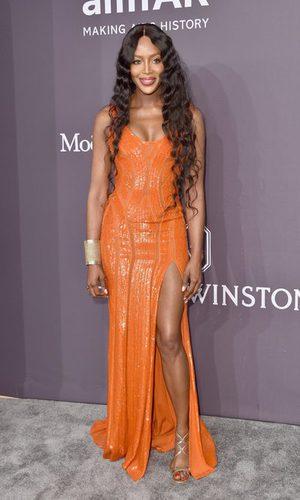 Naomi Campbell apuesta por el naranja
