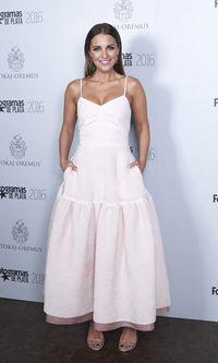 Paula Echevarría se decanta por un look romántico