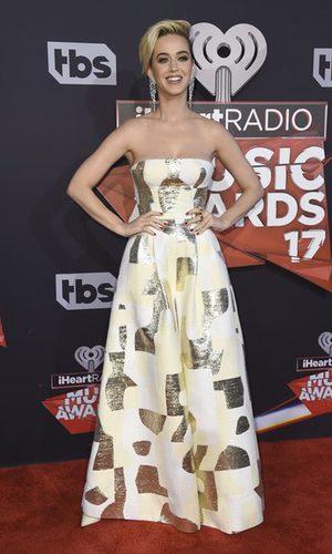 Katy Perry, elegante y sencilla