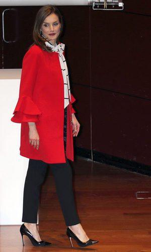 La Reina Letizia estrena abrigo low cost