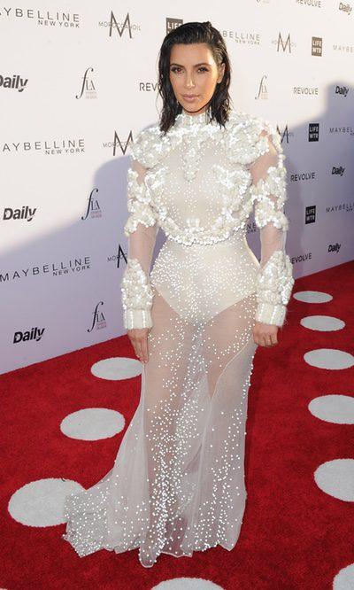 Kim Kardashian deslumbra vestida de blanco