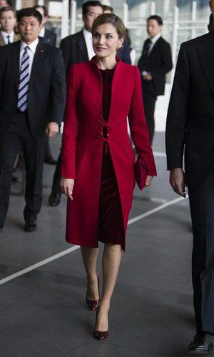 La Reina Letizia se decanta por el rojo