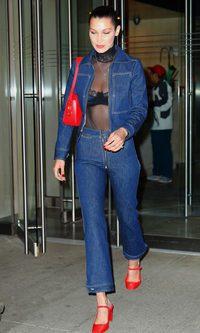 Bella Hadid y su estilo noventero