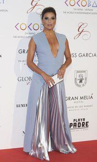 Eva Longoria, brillos y escotazo