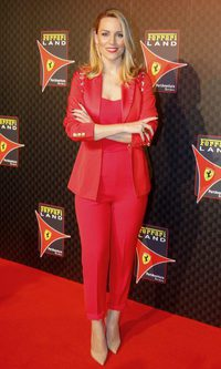 Edurne y su total look red