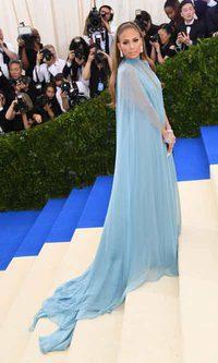 JLo, una princesa azul celeste de Valentino