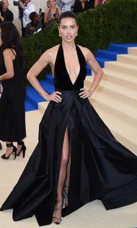 El elegante escotazo de Adriana Lima