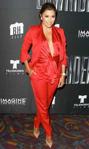 Eva Longoria se viste de rojo pasión