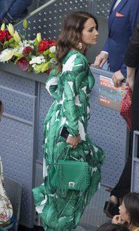 Paula Echevarría apuesta por un vestido de estampado tropical