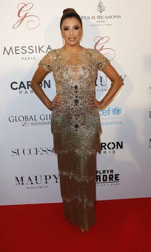Eva Longoria deslumbra literalmente con su estilismo