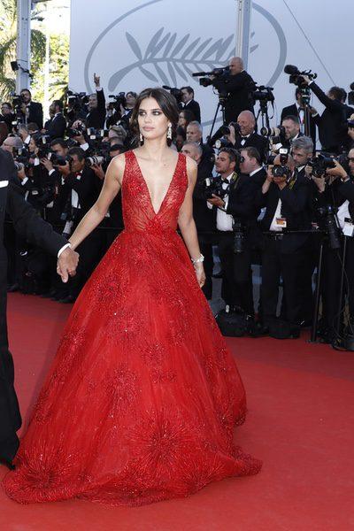 Sara Sampaio con un vestido de cuento
