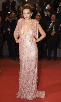 Elizabeth Olsen se decanta por las lentejuelas en Cannes
