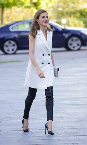La Reina Letizia arriesga y gana con su estilismo