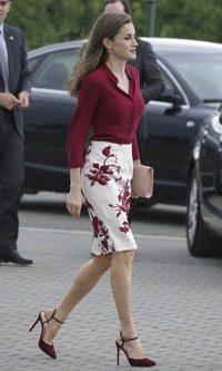 La Reina Letizia luce su conjunto favorito de Felipe Varela