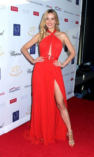 Petra Nemcova con un vestido rojo pasión