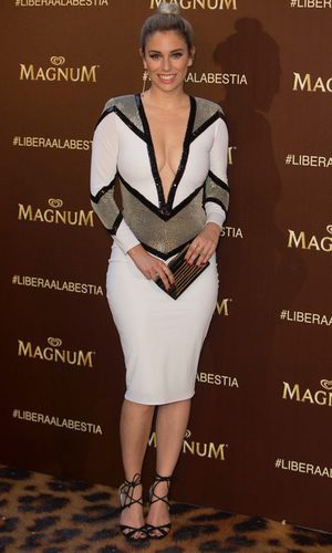 Blanca Suárez con vestido de tubo tricolor
