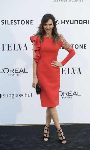 Paloma Lago estupenda con un vestido rojo pasión