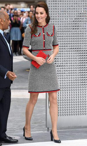 La Duquesa de Cambridge con un vestido de tweed de Gucci