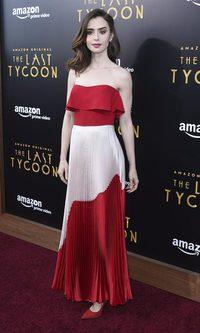 Lily Collins deslumbra con vestido bicolor