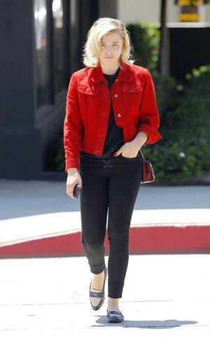 Chloë Grace Moretz opta por un look bicolor