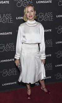 Naomi Watts no acierta con su Fendi de raso