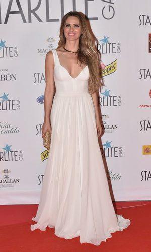 Vanesa Romero, muy elegante con un vestido de inspiración nupcial